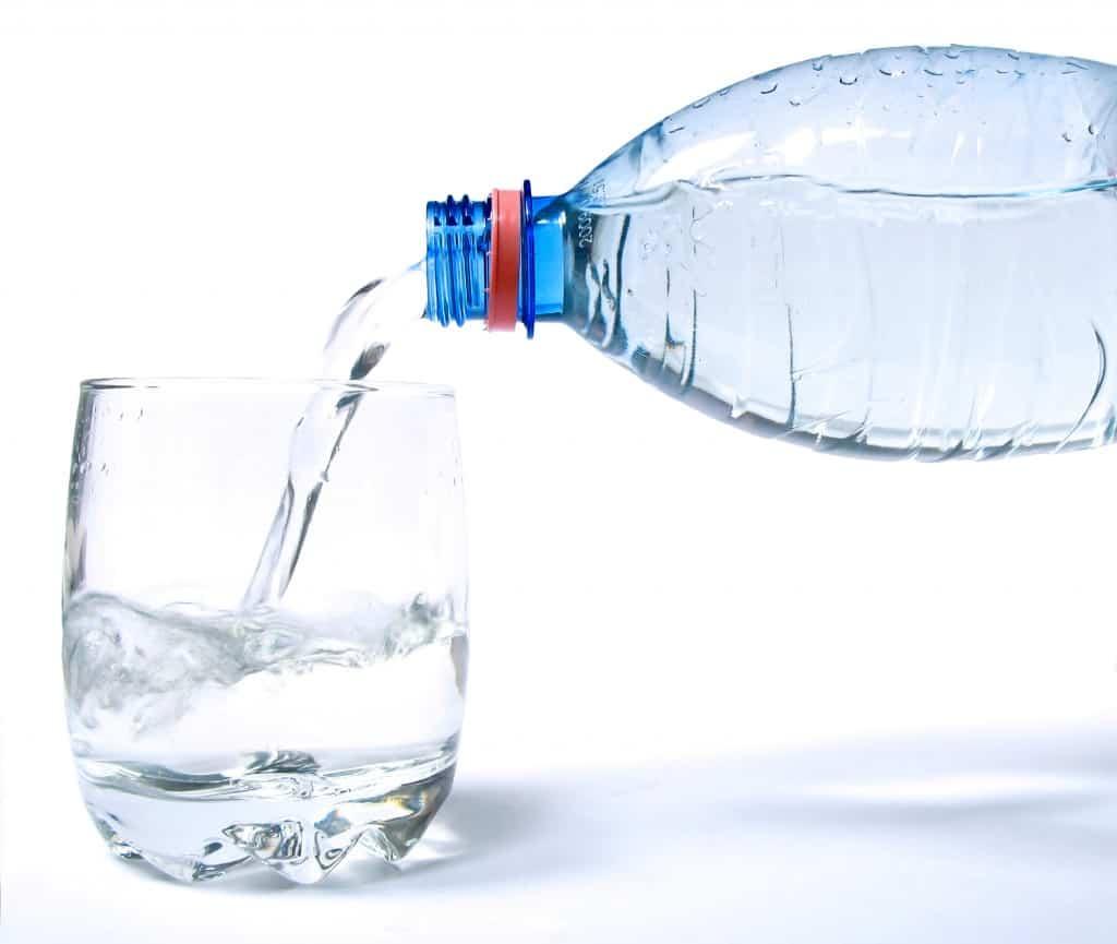 Cuantos vasos de agua debo tomar antes de dormir